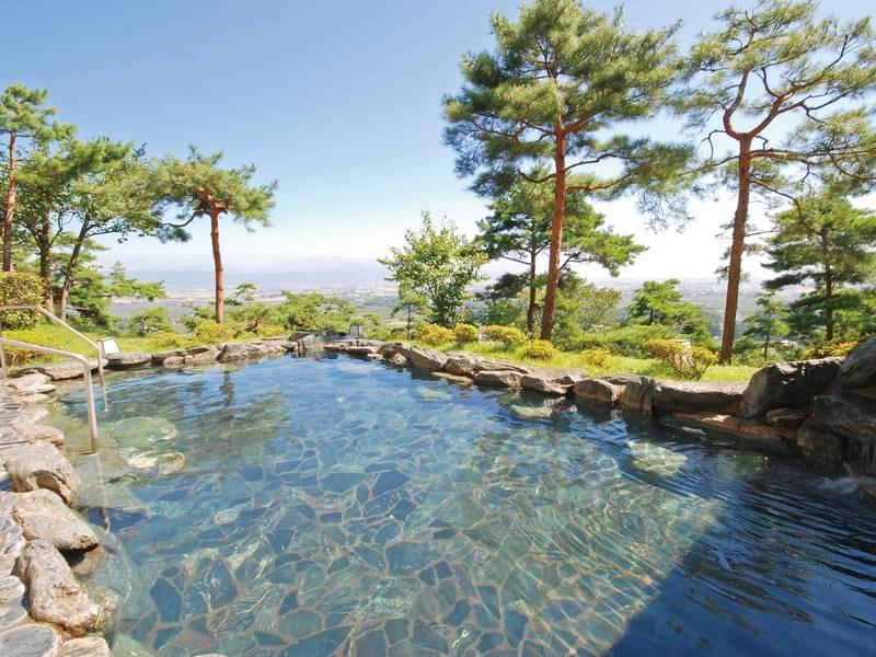 【大浴場/併設露天風呂】安曇野の四季を肌で感じながら湯浴み