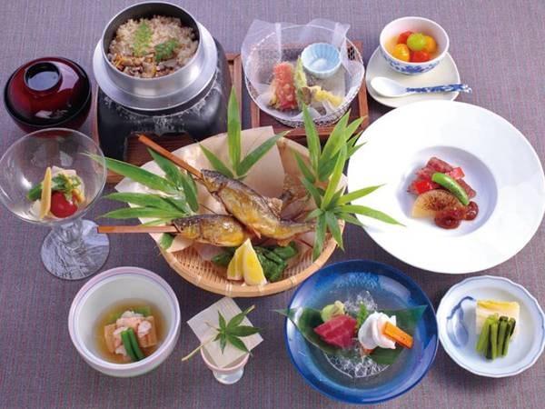 【夕食/例】信州の採れたてを彩り豊かにこしらえた会席料理