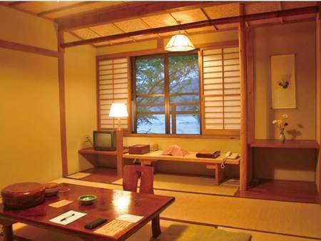 【平成館(8畳和室)/例】文机が懐かしい趣の和室