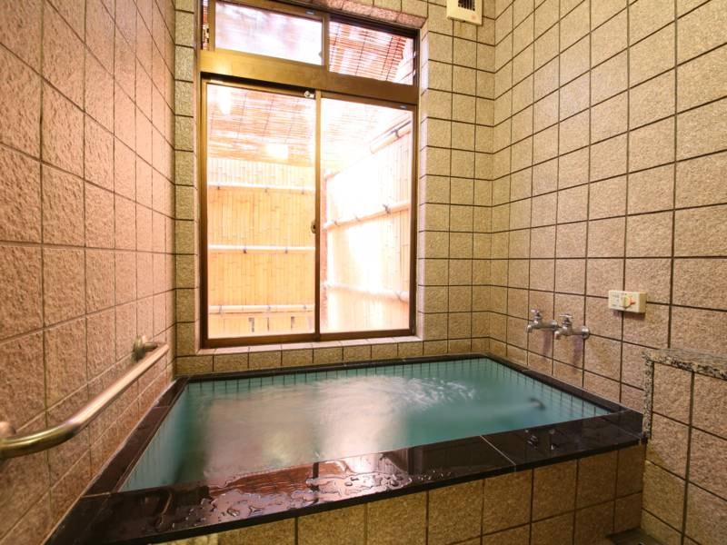 【家族風呂】無料で利用可。利用時はフロントまで