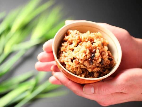 朝食バイキング一例/身体にやさしい酵素玄米も