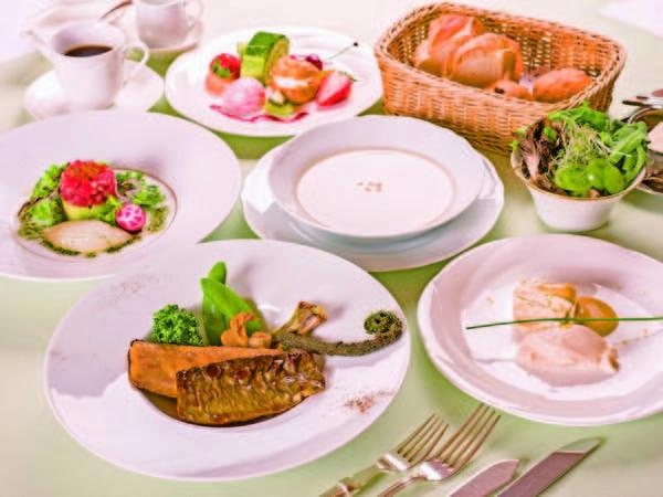 【夕食/例】 ゆったりとした雰囲気の中頂くディナー