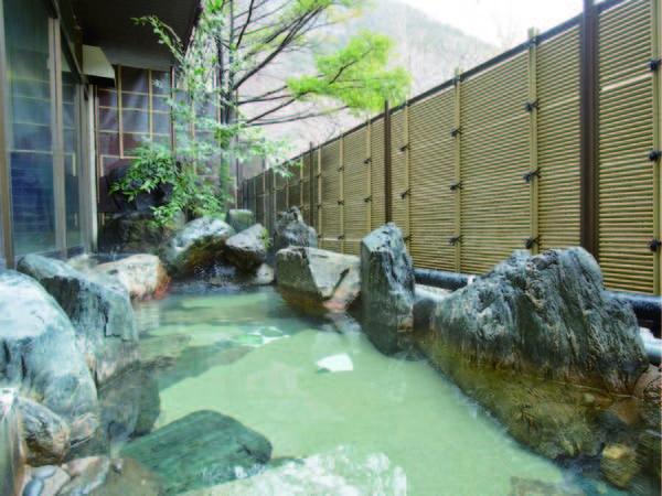 【露天風呂】心地よい風を感じながら湯浴み