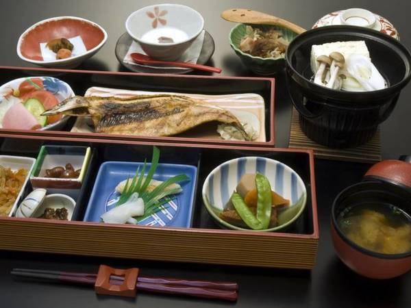 【朝食/例】焼きたての魚を味わえる和定食