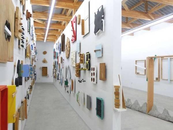 【菅木志雄 倉庫美術館】アーティスト菅木志雄の作品のみを常時展示している美術館です。