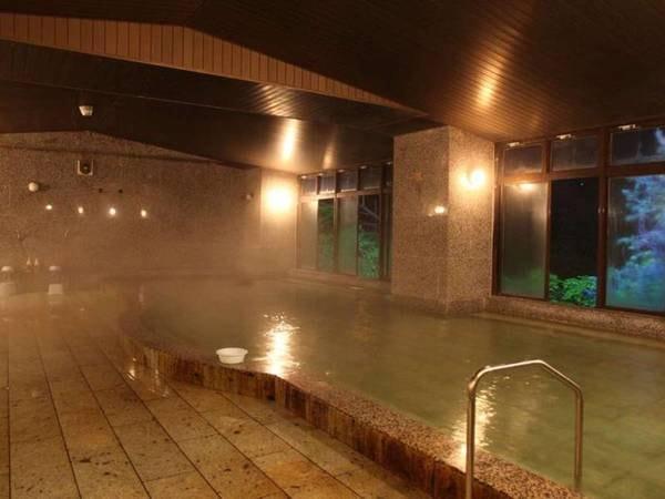 【鬼怒川温泉 ホテルニューおおるり】いずれのお部屋からでも 、四季折々の鬼怒川を眺望できます。