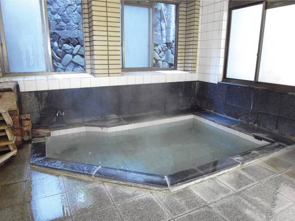 【千歳館】田舎料理と源泉かけ流しを満喫♪ 野沢温泉の外湯『大湯』の真横に立地