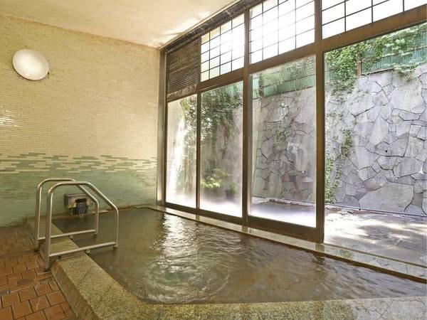 【大浴場】「美人の湯」と称されるまろやかな泉質は、信州屈指の名湯として知られる