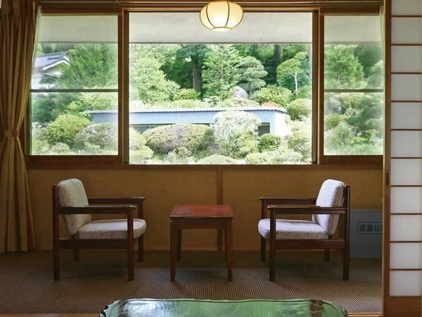 【庭園側10畳和室/例】大きな窓から庭園を眺望