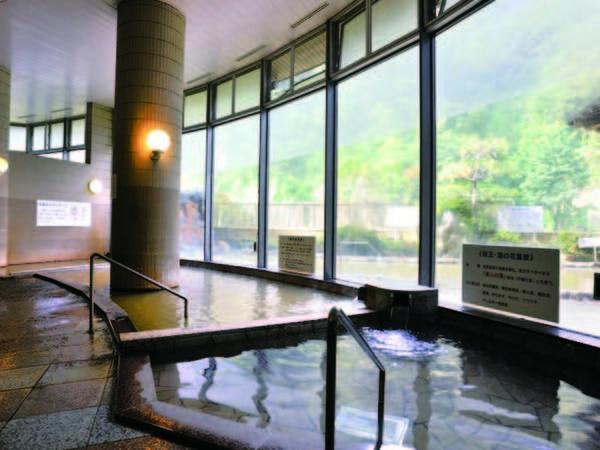 【大浴場】ジェットバスやサウナも楽しめる。2種の源泉をゆったり満喫