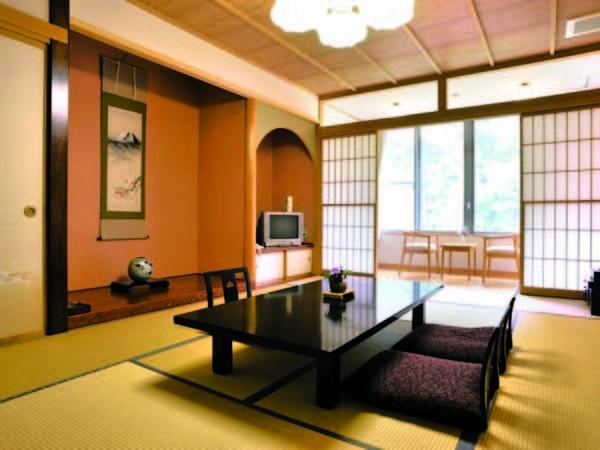 【12畳客室/例】 宿の通常客室は12畳と広々!さらに景観も良し