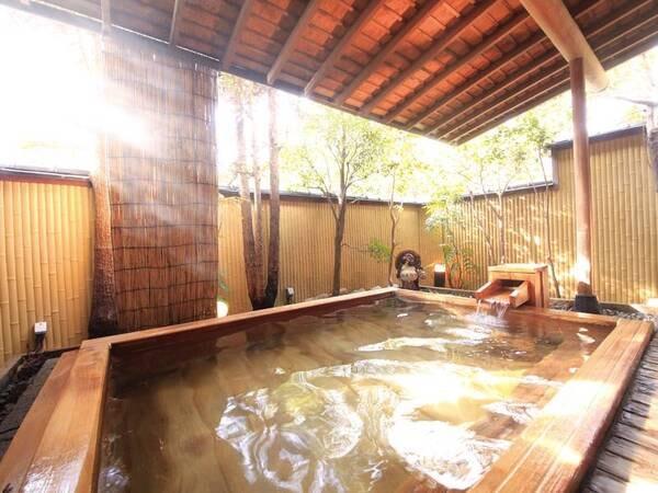 【日長庵 桂月】トロトロの湯溢れる高野槙造の浴場。老舗料亭の味を受け継ぐ伝統の懐石に舌鼓