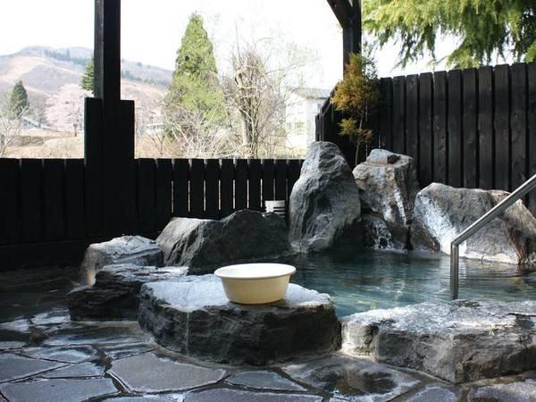 【こころころりん 山の温泉宿 いろりあん】全12室、温もりを感じる宿で魚沼の味と地酒に舌鼓 平日限定プランはおひとり様7,500円~