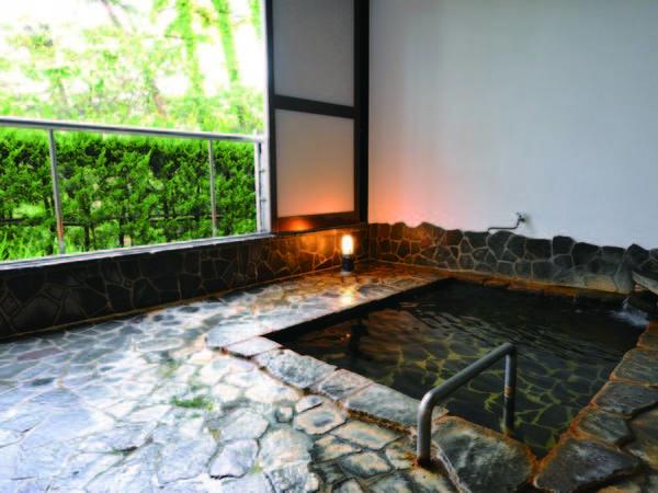 【高台の宿 三景】塩分を含んだナトリウム塩化物温泉、日本海に沈む夕日、四季折々の海鮮料理が自慢の宿