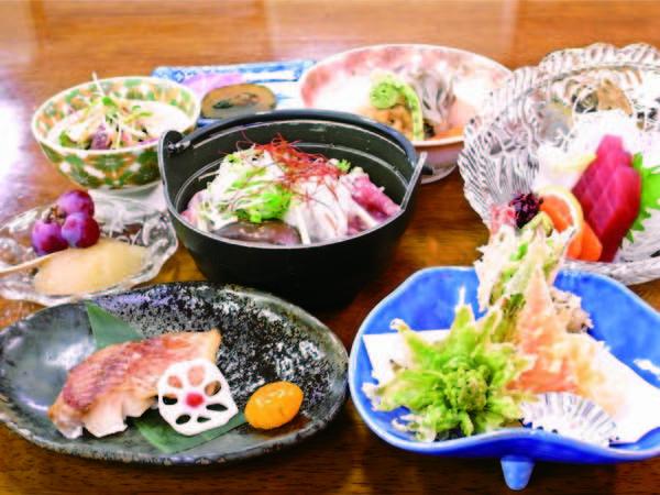 【夕食】地元の野菜を使用し、「健康」にこだわった四季の味覚が楽しめる料理/一例