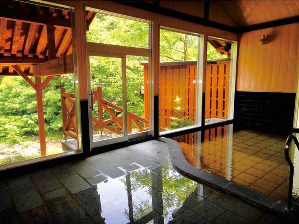 【あすなろ荘】奥阿賀の森の中にある全室川沿いの一軒宿。自慢の温泉は、源泉100%の美人の湯