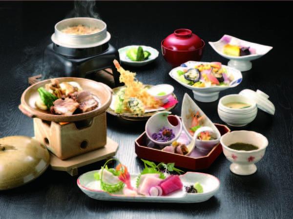 【めんめん亭 わたや】江戸の風情を伝える歴史深い老舗宿。ここでしか味わえない「わたやの湯」を満喫!
