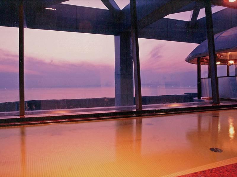 【展望大浴場 海彦】海に沈む夕日を見ながらの入浴は感動的な時間