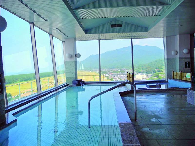 【展望大浴場 山彦】日本海と弥彦山にかけて展望を楽しめる大浴場