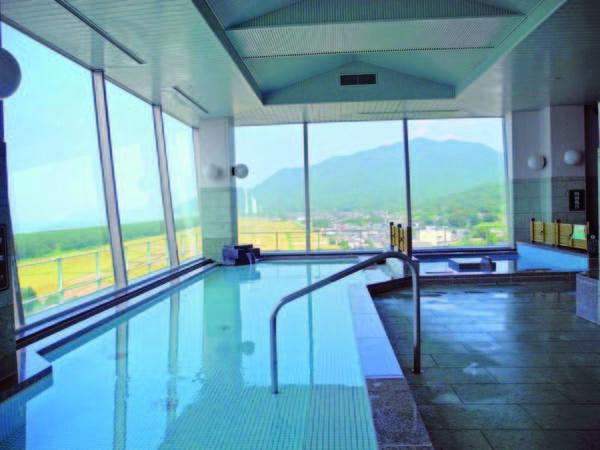 【寺泊岬温泉 ホテル飛鳥】オーシャンビューの展望大浴場で湯めぐり。旬の魚介料理を楽しむ!