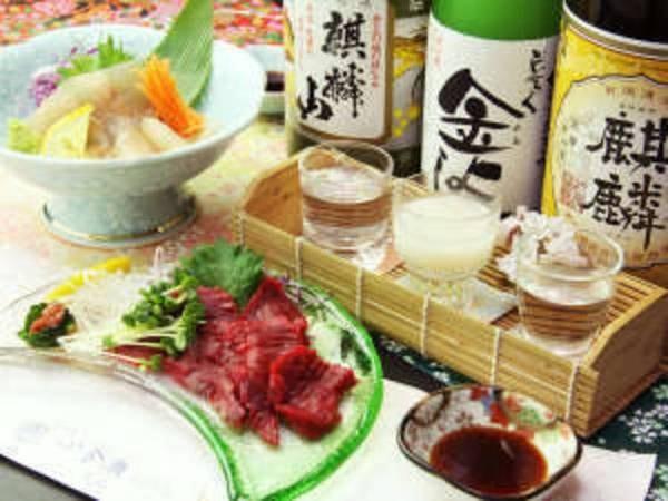 地酒3種飲み比べ♪酒の肴は新鮮な馬刺し&岩魚の刺身!