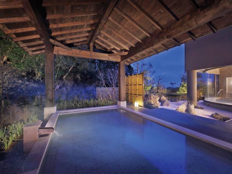 【大浴場「月の湯」】星空の下、温泉に静かに身をゆだねて。心と身体をゆるやかに解放する
