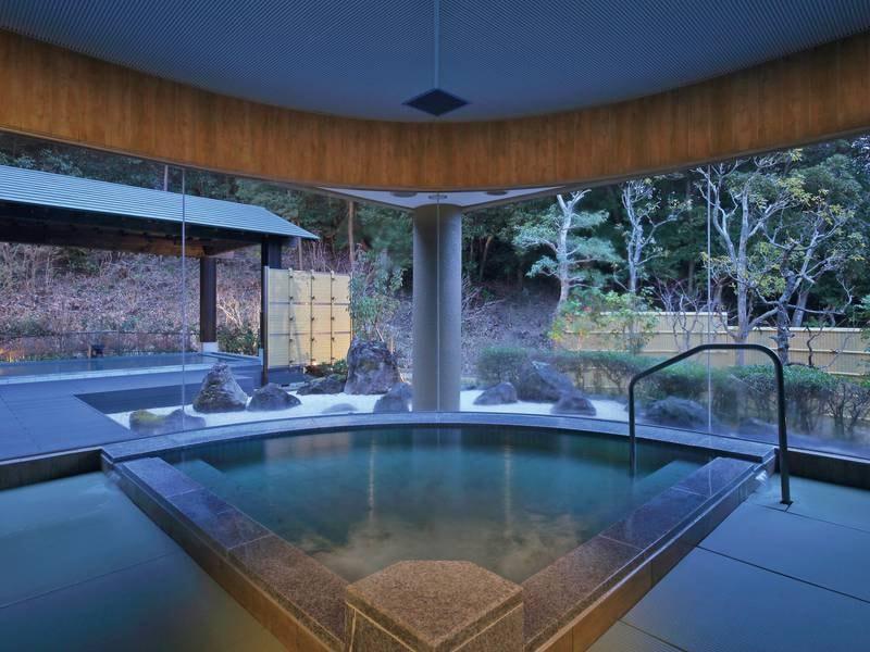 【大浴場「月の湯」】メタケイ酸を多く含む温泉は、特に美肌に効果的