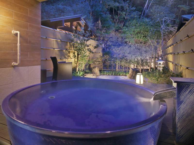 【貸切露天風呂「空」※有料】夜は満天の星を眺めながら、幻想的な自分だけの時間