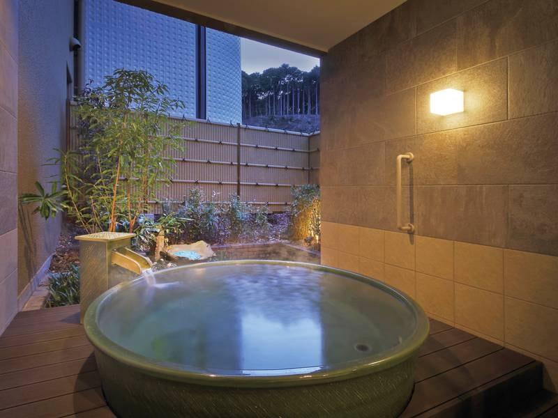 【貸切露天風呂「星」※有料】濃い翠、風情ある坪庭とマッチし、和の雰囲気が心を癒す