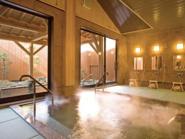 【「夢見の湯」大浴場】天井が高く広々とした大浴場。美肌効果でお肌しっとり