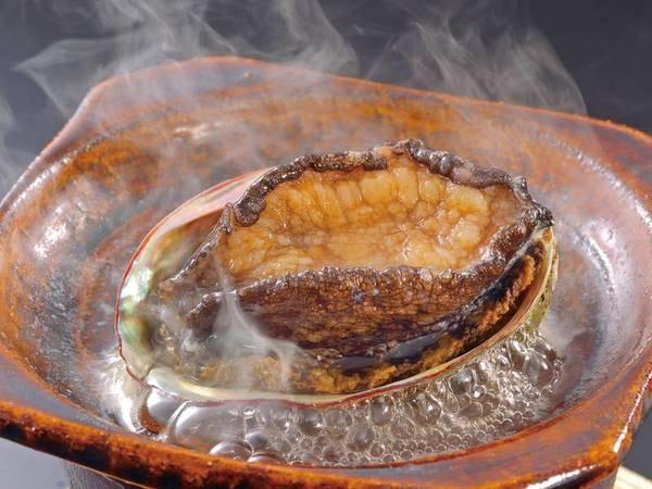 【夕食選択料理「鮑の踊焼き」一例】鮑の調理方法は、活造り・酒蒸し・踊り焼より選べる