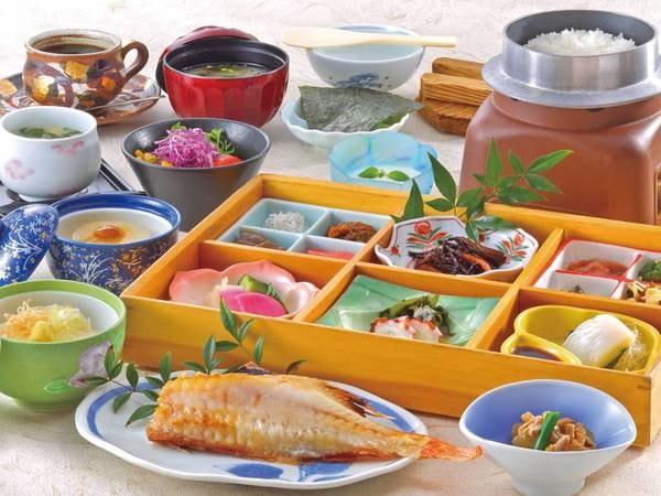 【朝食一例】厳選された地元こしひかりは食べる直前に炊き上げられる
