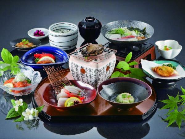 【夕食/例】浜鍋・お造りなど、海の幸を中心に愉しめる和食膳をご用意!