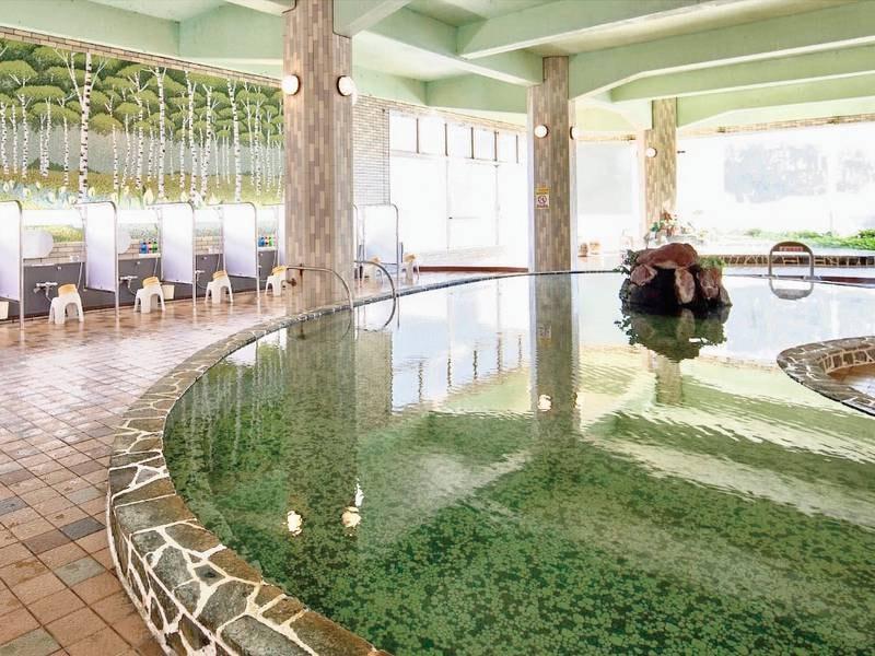 【大浴場】広々とした大浴場は朝9時まで入浴可能!