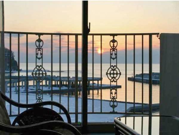 【海側客室/例】バルコニーからは絶景が広がる