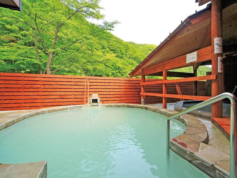 【1F・露天風呂(温泉保養センター)】道南では珍しい白乳色の硫黄泉!