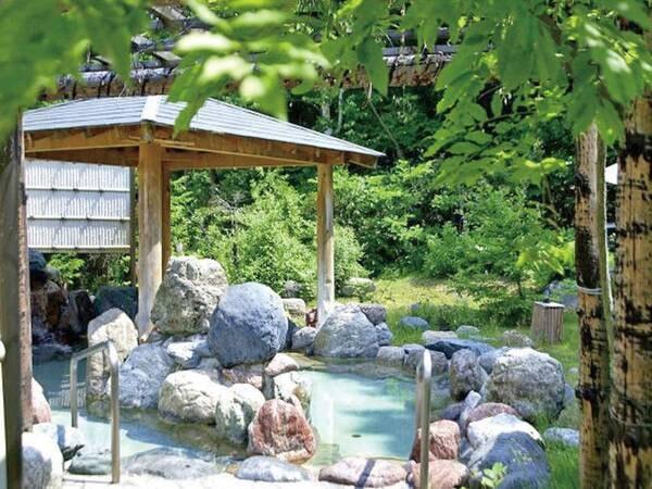 【露天風呂】爽やかな風を感じる開放的な湯浴みを楽しんで
