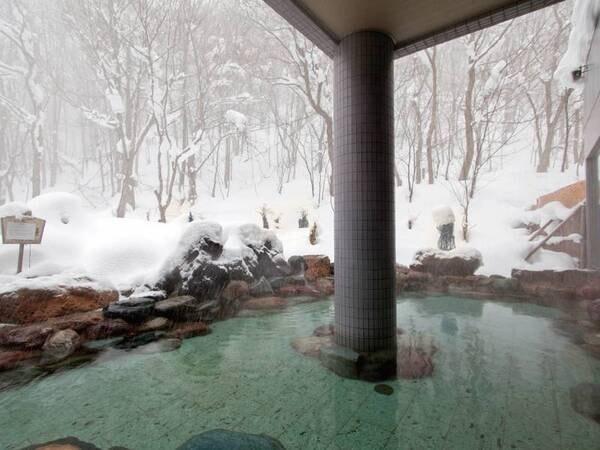 【冬の露天風呂】冬は湯風情ある雪見露天をお楽しみください