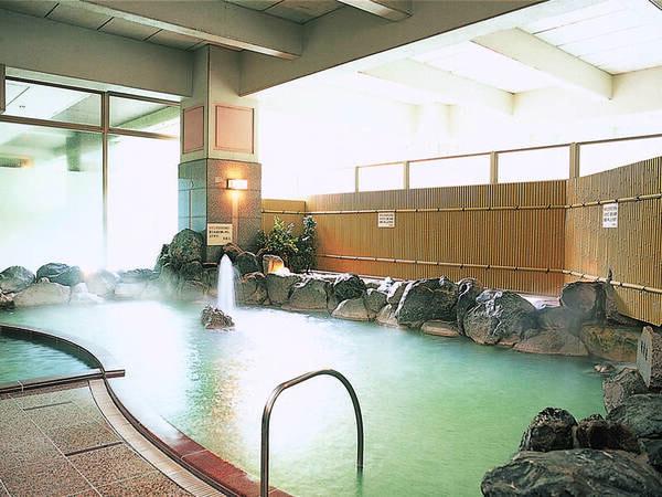 【地下1階大浴場/硫黄泉】濁り湯も楽しめる