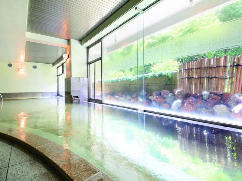 【地下1階大浴場/酸性鉄泉】開放的な空間で日常を忘れて