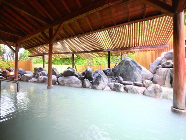 【名湯の宿 パークホテル雅亭】数少ない源泉の上に建つホテル、濃い温泉を堪能。ずわい蟹や海鮮丼など人気のバイキング