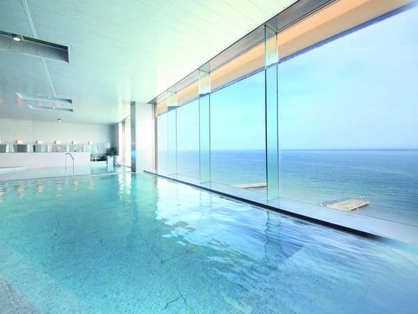 【展望大浴場】窓一面に大海原を望んで、心も身体も癒される