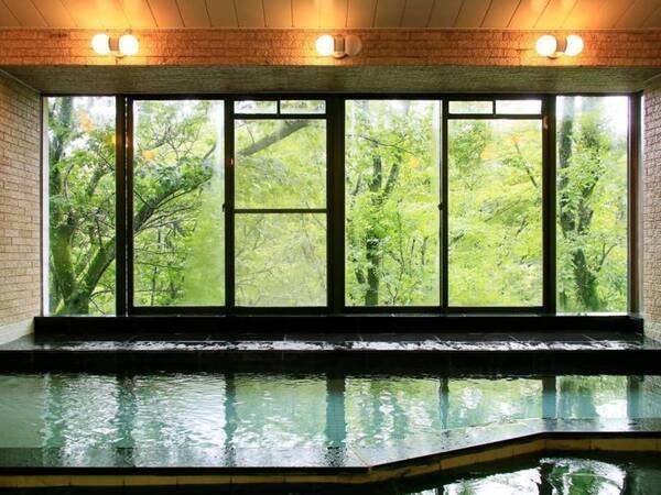 【伊豆一碧湖レイクサイドテラス】静寂な湖畔の森に佇むコンドミニアム型ホテル。お部屋はキッチン・リビング付の3LDK。