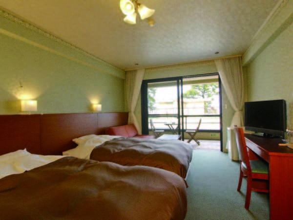 【客室/例】大きめのベッドでゆとりあるツイン洋室をご用意