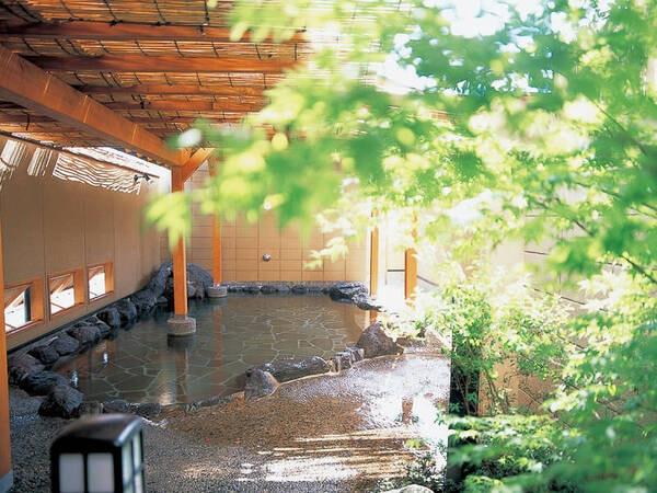 【露天風呂】開放的な露天風呂を心ゆくまで堪能