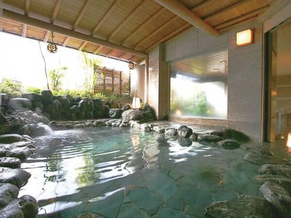 【男性露天風呂】湯量豊富な自家源泉を存分に堪能!
