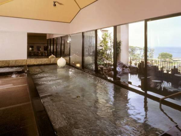【土肥ふじやホテル】駿河湾の夕景を展望露天から一望。松原に切り取られた美しい駿河湾を望む老舗旅館