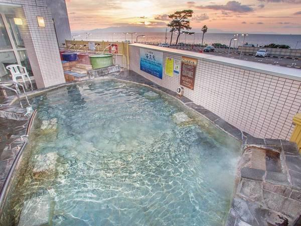 【露天風呂】駿河湾を一望しながら天然温泉を楽しめる