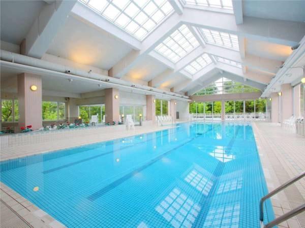 【バーデンプール】宿泊者無料の室内温水プール