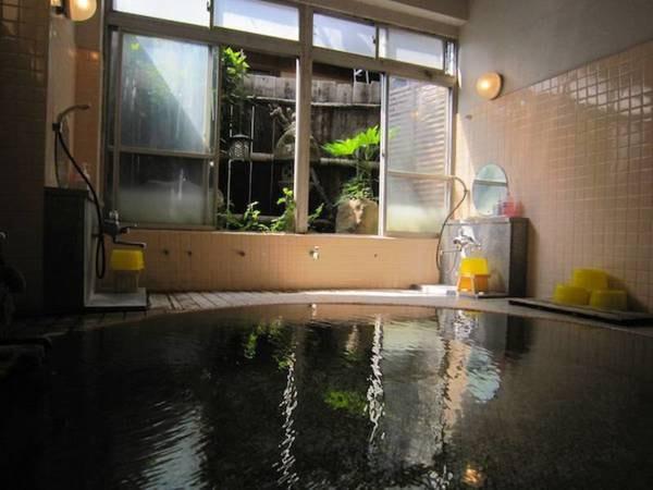 【湯田中温泉 島屋】大浴場は24時間いつでもご利用頂ける源泉かけ流し。家族で営むアットホームなお宿。